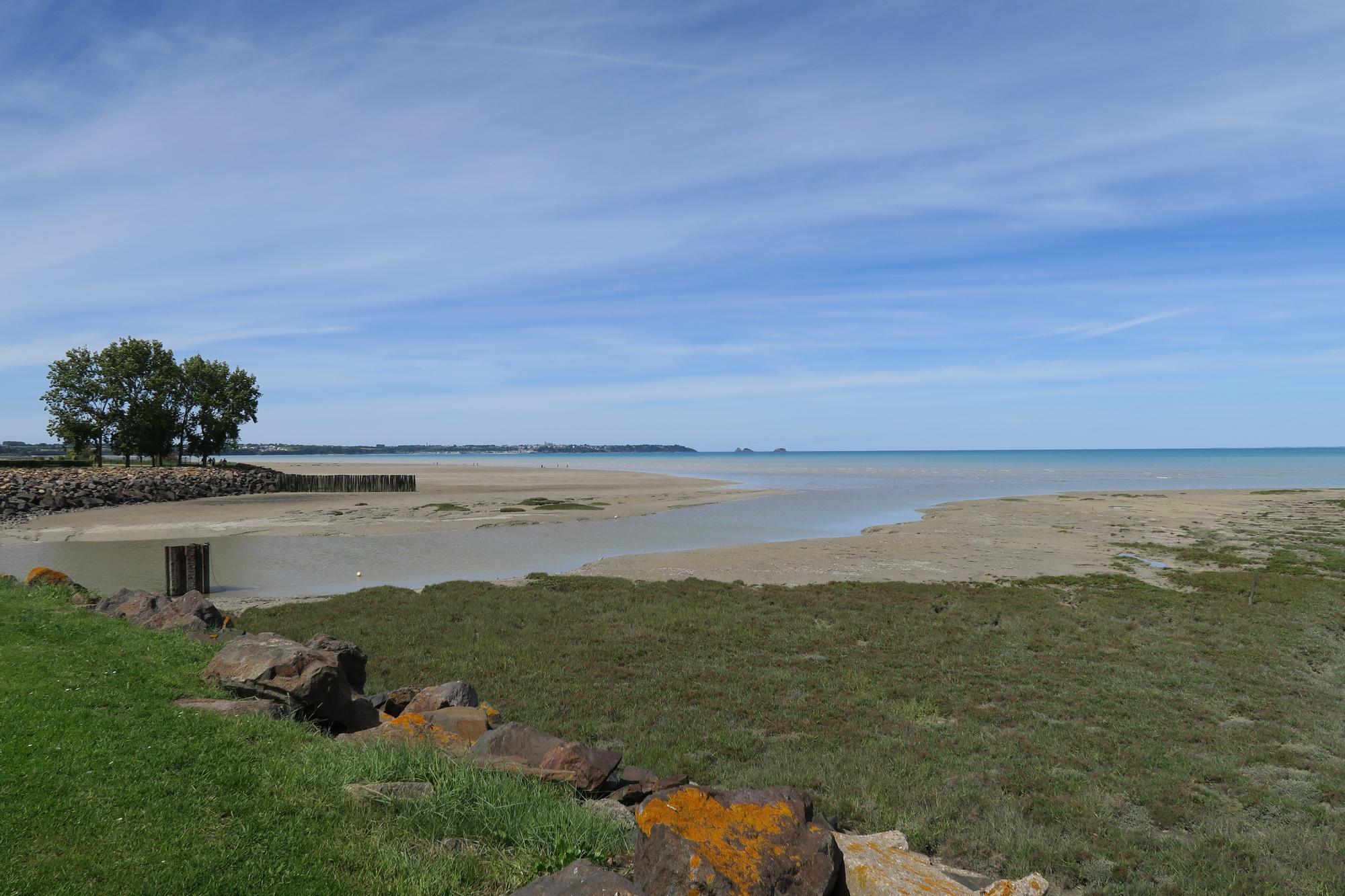 Pointe du GROUIN, vue depuis la route de Cancale.