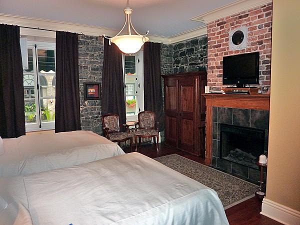 Québec hotel Acadia chambre b