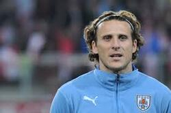 Football : Diego Forlan raccroche les crampons