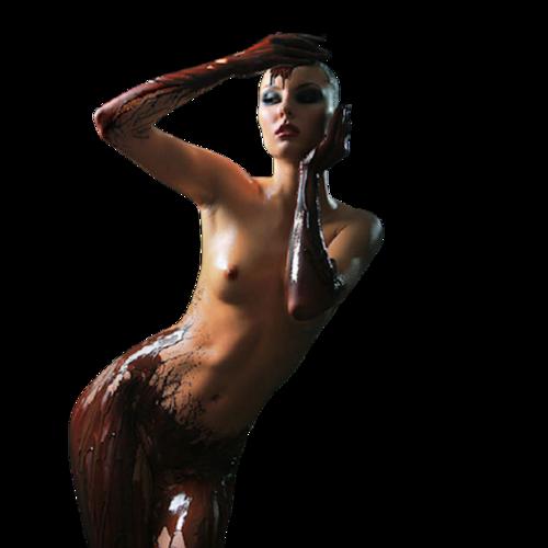 Femme moitié nue
