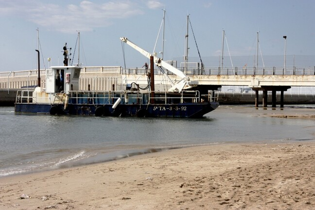 Coma-Ruga--barge-6-.JPG