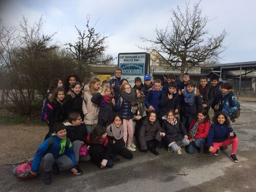Classe de Nadine au départ de la visite de Rocamadour