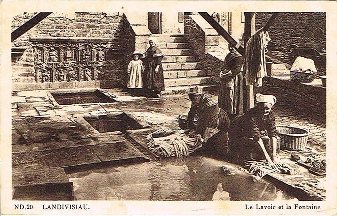 LANDIVISIAU : Fontaine et lavoir Saint-Thivisiau CPA