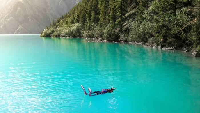 A 3600 m d'altitude, ils ont plongé dans le lac Phoksundo, bijou de l'Himalaya Par Valérie Kubiak