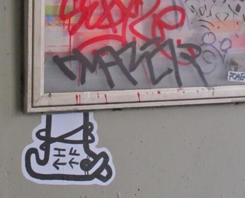 street-art-papier-Beaubourg-THTF-fleches.jpg