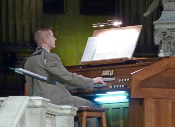 Sylvain Boudou à l' orgue