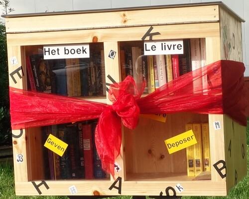 Boîte à livres pour enfants place de la Sainte-Famille + photos