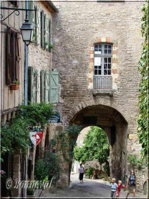 Cordes-sur-Ciel Tarn la Porte des Ormeaux