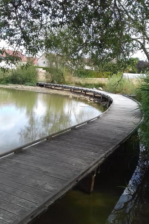 LA LOUPE, le château et l'étang