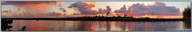 Coucher de soleil d'or puis de sang - Motu Aito - Atoll de Fakarava Passe Sud - Tuamotu - Polynésie française