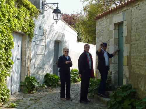 Saint-Martin ruelle avec André Evelyne et Philippe