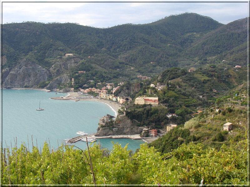 Italie, les 5 Terres : sur le sentier côtier N°2, vue de Monterosso al Mare