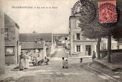 Carrefour devant la place