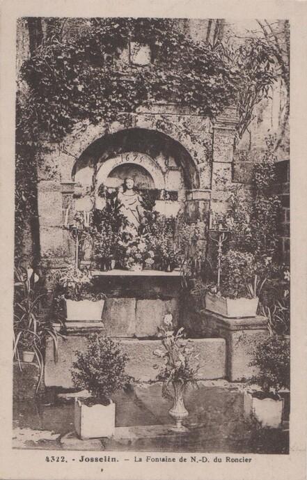 Josselin, fontaine Notre-Dame du Roncier
