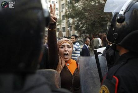 tottaly-cool-pix-manifesation-en-egypte-revolution-monde-arabe-1.jpg