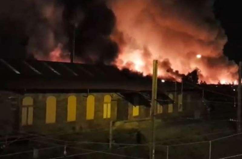 Mulhouse : l'entrepôt de la gare de triage ravagé par les flammes