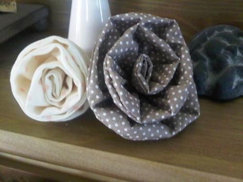 mes-premieres-roses-en-tisuu-pour-blog.jpg