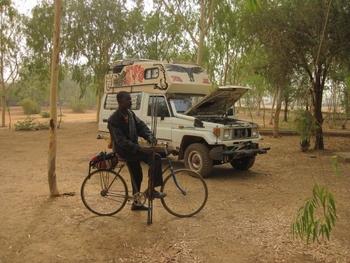 Burkina Ouaga  Rencontre avec Régis Son véhicule