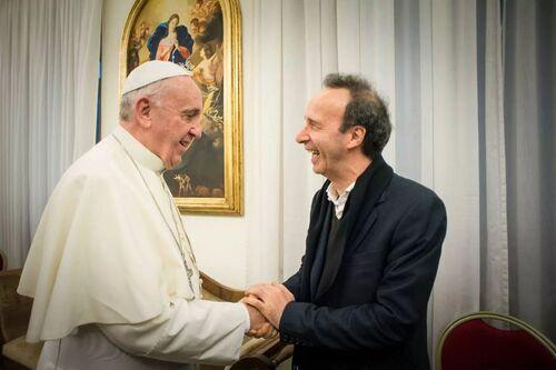 « Allo Roberto ? C'est le Pape… — Il dort, veuillez rappeler demain »