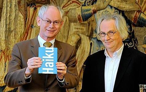 Herman Van Rompuy nous présente son nouveau recueil de haïkus intitulé : « Je m'enfonce dans l'océan humide de ma Destinée. »
