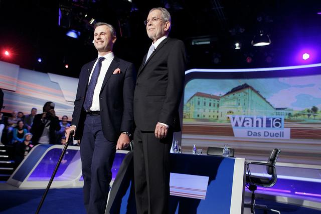 Norbert Hofer, à gauche, et Van der Bellen, à droite, lors d'un débat télévisé.