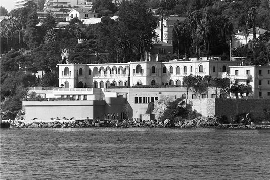 Vue de la villa Aurore, résidence du roi Fahd d'Arabie saoudite situé à Golfe-Juan.