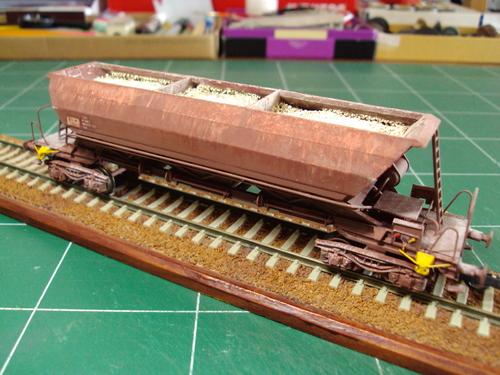 Un wagon trémie FADS jouef