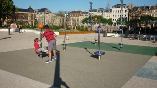 Jeux pour enfants place de la République (21 août 2010)