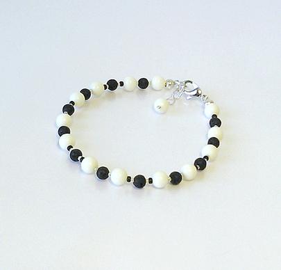 Bracelet Corail blanc et Pierre de Lave noire / Plaqué Argent