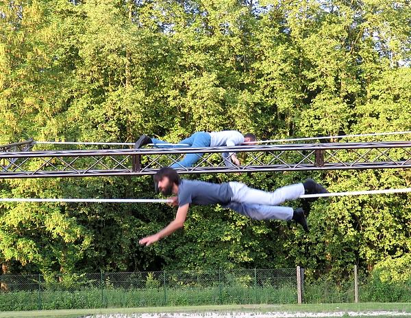 """""""Landscape"""", le Cirque en paysage"""" a supéfié les spectateurs au Lycée Désiré Nisard !"""