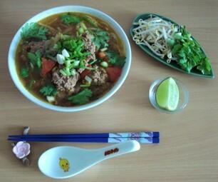 BÙN RIÊU CUA - Soupe de nouilles de riz aux boulettes de crabe & porc