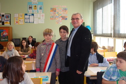 Parlement des enfants 2013 Rencontre entre Monsieur Jean-Claude Pérez, Député de l'Aude et les élèves de CM2 (22 février 2013)