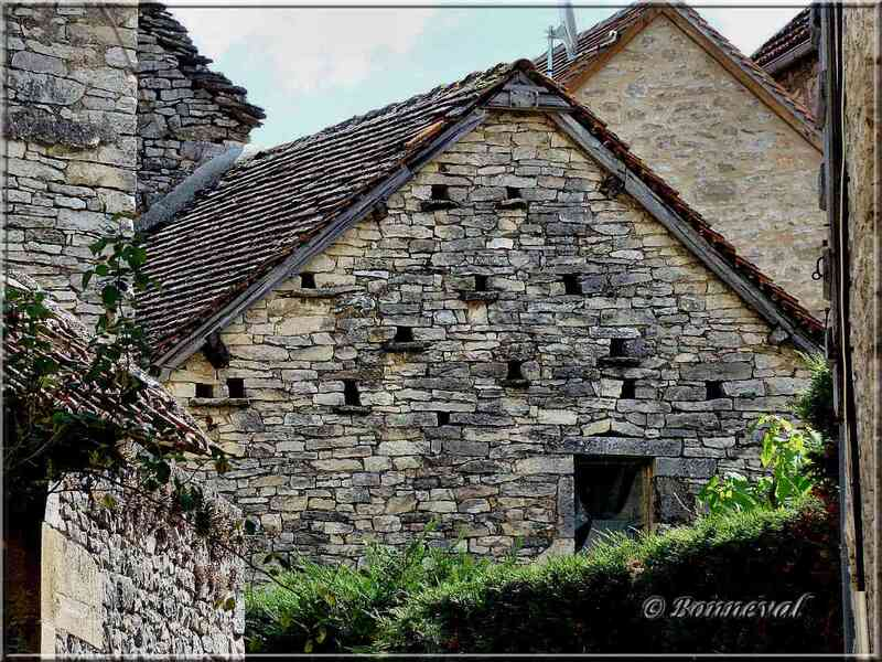 Fuie sur une maison Villeneuve d'Aveyron
