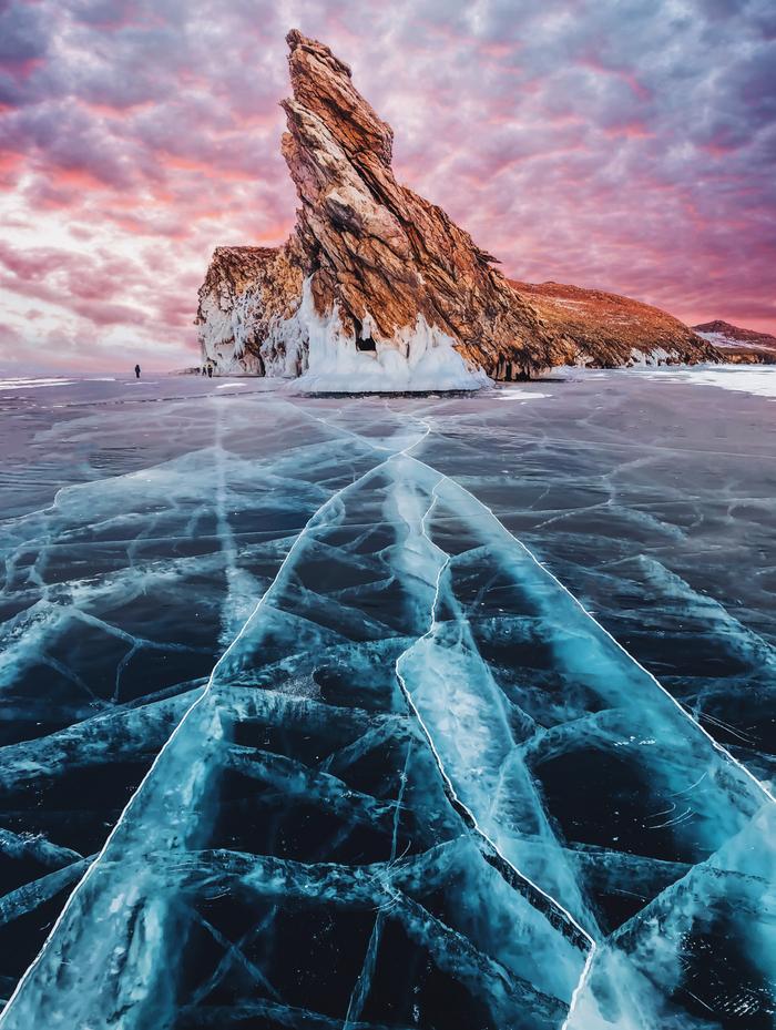 Science de la photographie De minuscules cristaux de glace simulent un halo autour du soleil
