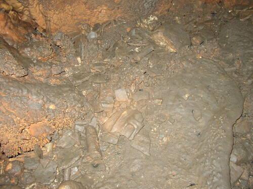 Grotte des Carbonnières (Lacave Lot Dept 46) France. Histoire contée par le découvreur de la grotte et inventeur du nom de cette grotte SERGE BARLAN Cave of Carbonnières (Lacave Lot Dept 46) Fran