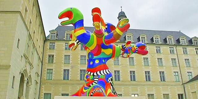 """""""L'arbre-serpents"""" de Niki de Saint Phalle est à nouveau visible dans la cour du musée des Beaux-Arts d'Angers"""
