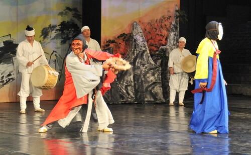 28 septembre Andong, la danse masquée byeolshin gut