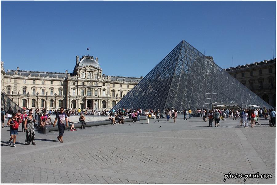 La cour du Louvre, la Pyramide