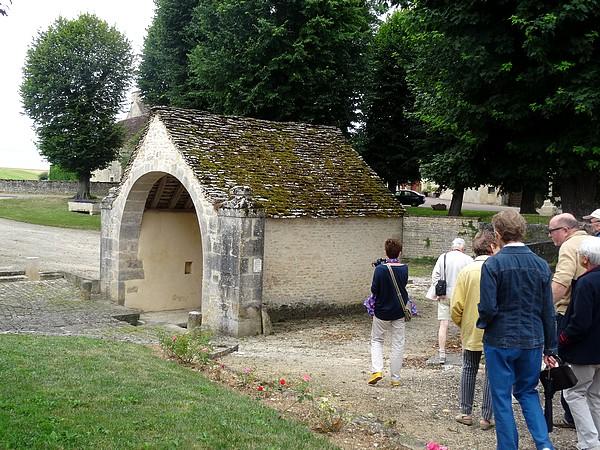 """Une agréable balade dans le village de Fontaines en Duesmois, proposée par l'OTPC lors d'un """"mardi-découvertes"""""""