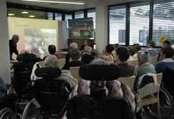 Première séance de travail sur la rédaction du journal avec les résidents de l'EHPAD du Séqué