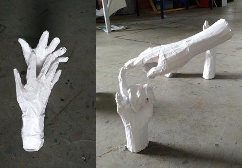 Mains en papier mâché