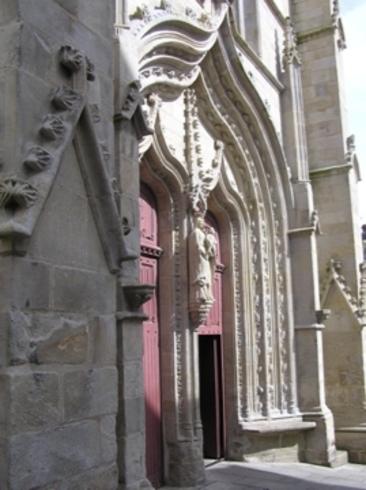 http://lancien.cowblog.fr/images/Paysages1/portailJosselin.jpg