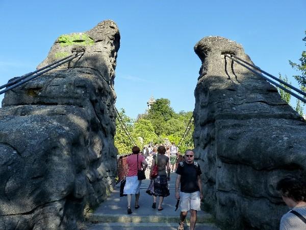 47 - Parc des Buttes-Chaumont (temple de Vesta et pont Eiff