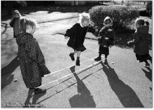 Enfants du monde et leur jouet