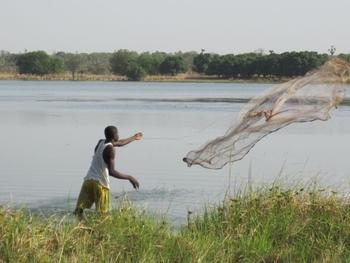 Burkina Lac de Tengrela Pêcheur