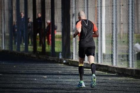 Un détenu de la prison de Nantes participe au marathon dans l'enceinte de la prison, le 7 novembr...