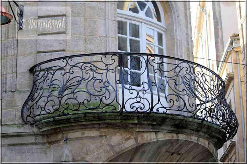 Bordeaux rue Saint Rémi beau balcon
