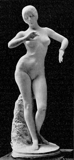 statue of cleo: