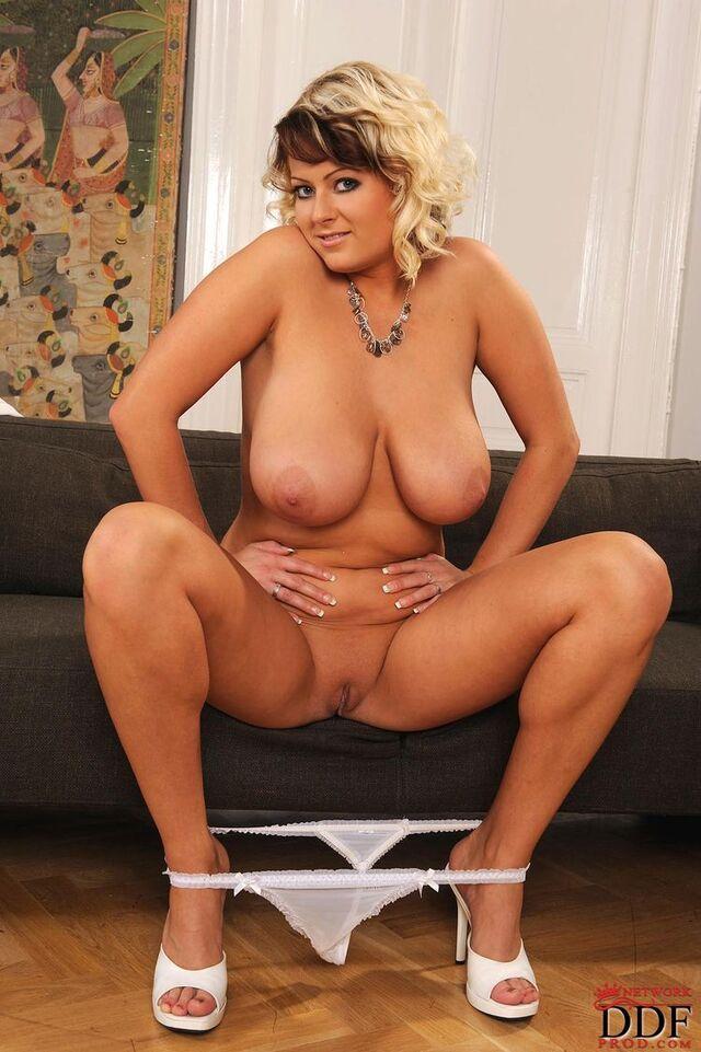 BigBoobs - Lola - 3 -