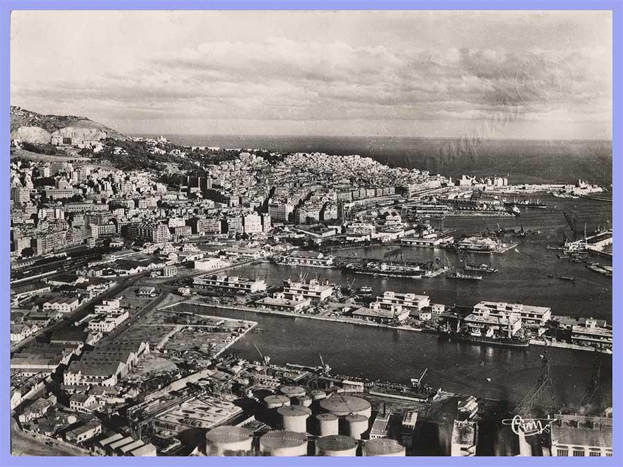 Vue aérienne sur le Port – A droite la Casbah